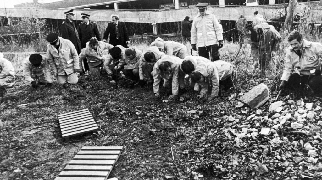 Officers search for the body of Jacqueline Hill, one of Sutcliffe's victims. (Credit: Getty Images)